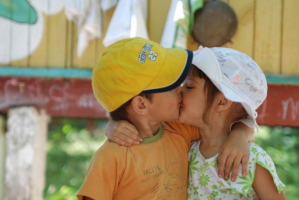 266Фото как целуются мальчик и девочка взрослые