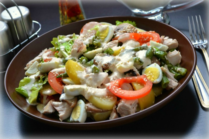 Простой салат с шампиньонами и курицей рецепт с