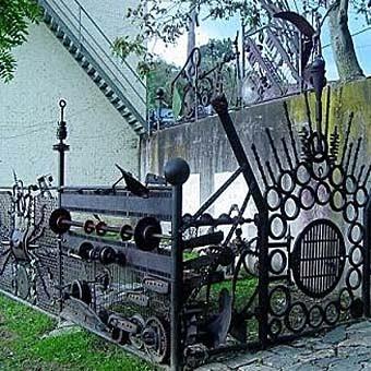 Забор на даче своими руками из подручных