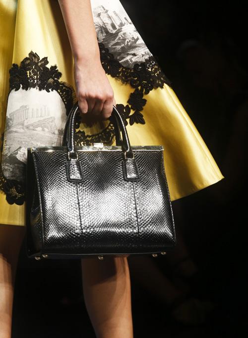 Dolce Gabbana сделали модными сумки челноков: Стиль