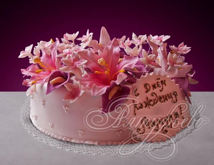 Торт и цветы с днём рождения