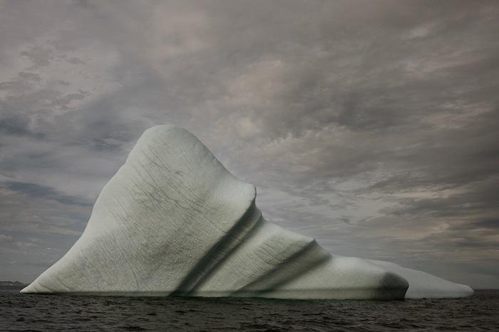 Харсент намеренно приглушает цвет в своих фотографиях, что помогает подчеркнуть игру текстур