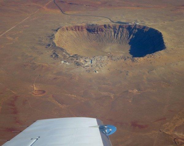 Невероятный метеоритный кратер Бэррингера в Аризоне (11 фото)