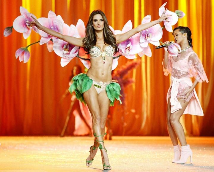 VictoriasSecret09 Топ 10 самых дорогих шоу Victorias Secret