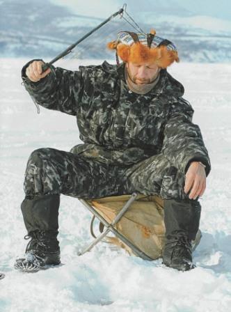 Зимняя удочка-рамка для ловли в толще воды.