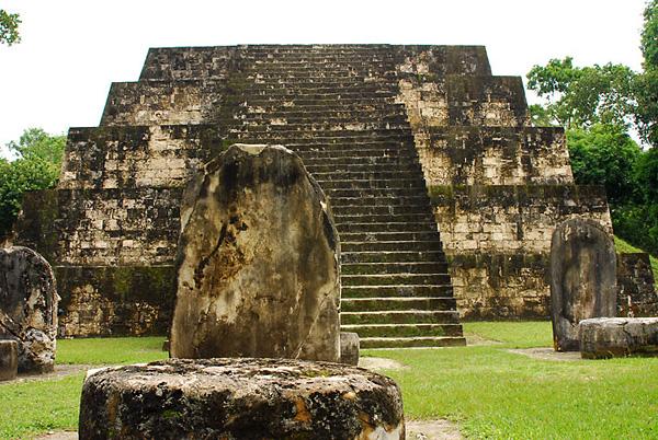 Крупнейший город цивилизации Майя Тикаль (Гватемала) фото