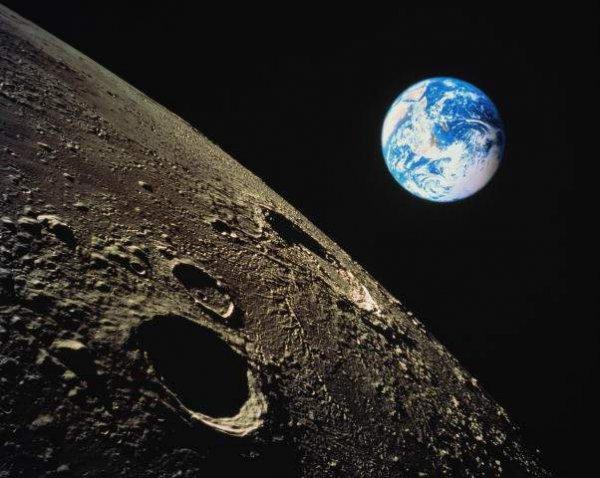 Девятое место. Луна. Спутник нашей планеты вполне пригоден для жизни — удален от Солнца почти на такое расстояние, как и Земля. Правда, чтобы ее заселить, нужно приложить усилия.
