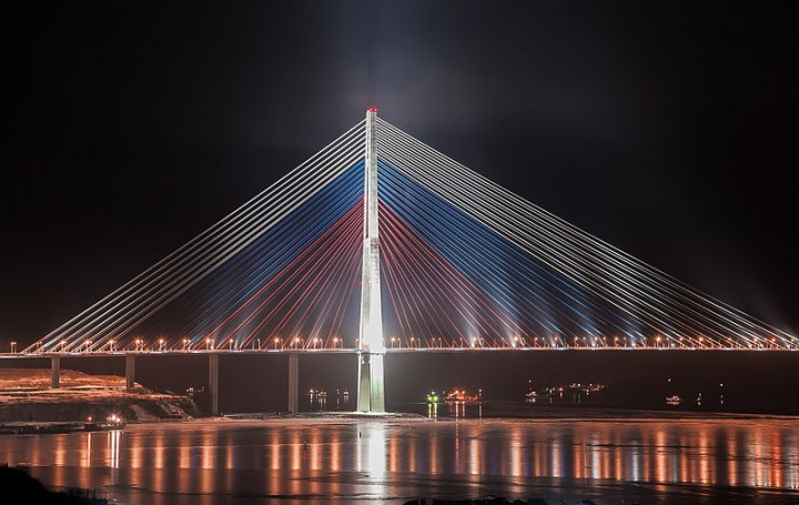 "File:""Russian bridge"" in Vladivostok city.jpg"