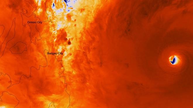 Hình ảnh đáng sợ về siêu bão mạnh nhất hành tinh 3