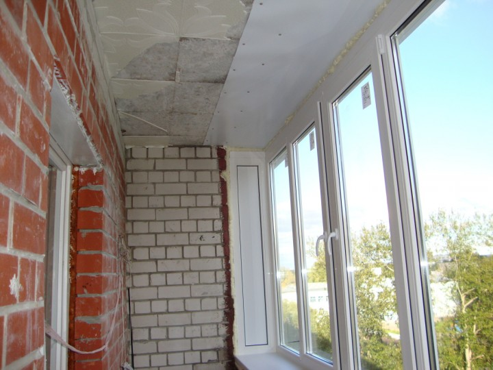 Утеплить балкон на последнем этаже.