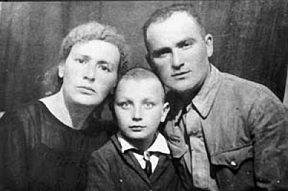 Михаил Жванцекий с мамой Раисой и папой Мане