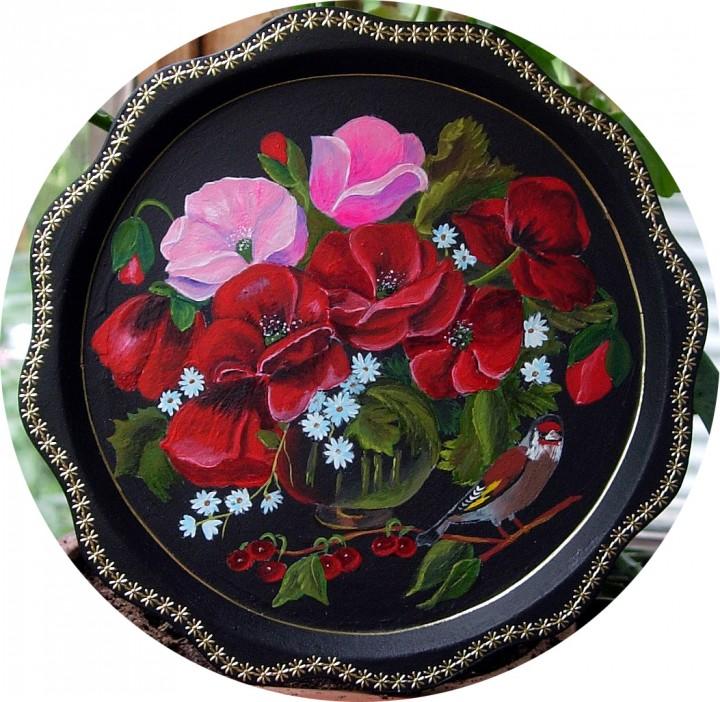 Тарелка декоративная черная цветов