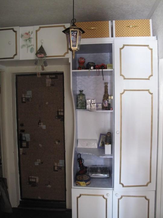 Как обновить старый шкаф: несколько креативных идей
